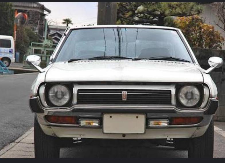画像の自動車の車名を御教示下さいませ。