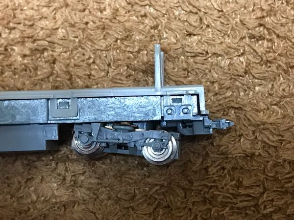 TOMIX321系の動力車についてです。 TOMIX 8366 動力車のカプラーを密連形 0337に変更しようとしていますが、連結器に車輪が当たってしまいます。この様な場合、どうすれば良いでしょうか?