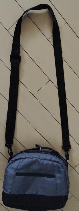 こういう肩掛けタイプのお弁当袋市販されていませんかずっと探しているんですが見つかりません。 こちらはサーモスで過去に買ったものです。