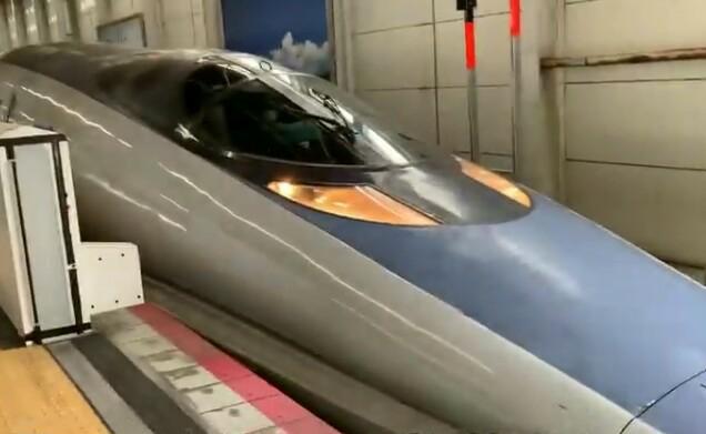 この新幹線は先が長いのですが、 中に何が入っているのでしょうか?