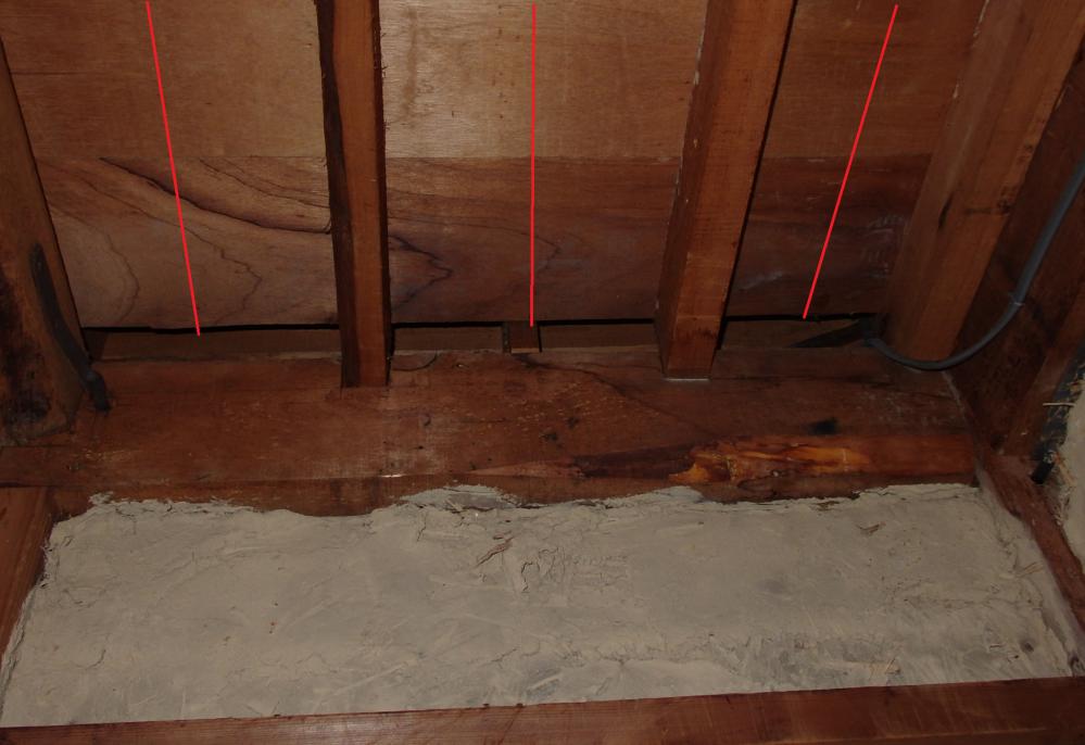画像のところに3本ほど 米松 浅木 27mm×60mmを 入れて床の補強を検討しています。 2階の板間の補強になります木材はおすすめですか。 米松、赤松、垂木、野縁、浅木、ホワイトウッド、ツーバイ材 いろいろ種類がありました。