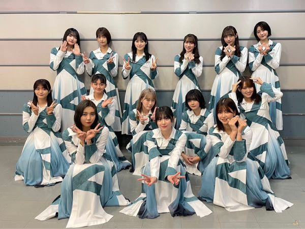 真ん中の列の右から2番目の子の名前を教えてください! 櫻坂46