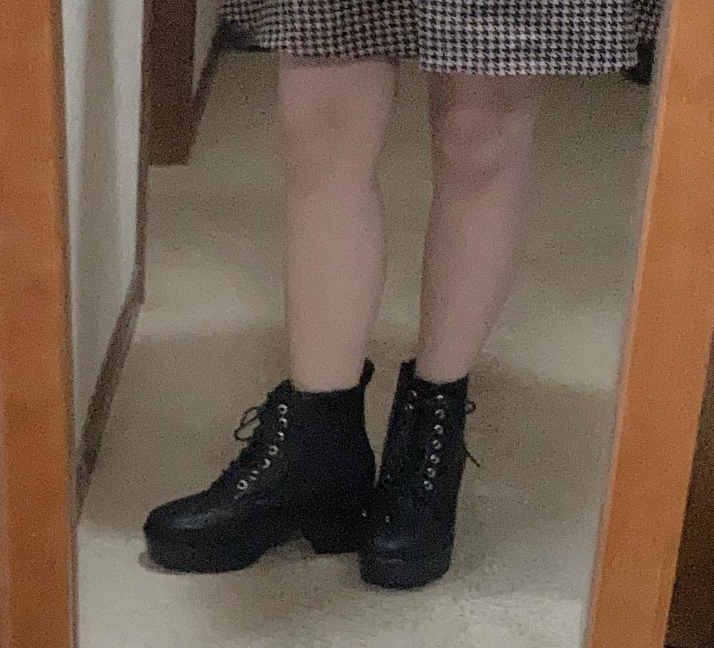 この太い脚を出して外で歩いても大丈夫ですか?初めてワンピ着るので不安です。