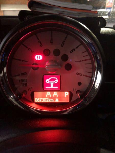 2013年式、R56のミニクーパーに乗っています。 ついさっき、乗っていたところこのような警告灯がつきました。なんの警告灯か分かりますか??