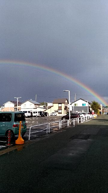 4日連続でレインボーが見れましたー! 逆にこれは不吉でしか? 今日はパチンコ店の真上に虹が掛かってしかもダブルレインボーでした