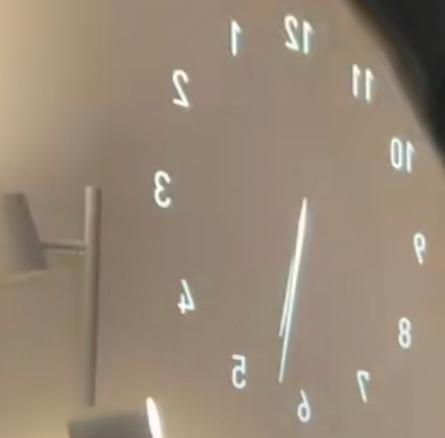 このように壁に写すことが出来る時計が欲しいんですけどなんと調べればいいですか?