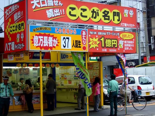 年末ジャンボ宝くじの施行回数を無限に増やせば、全国の宝くじ売り場が当たり場になりますか?