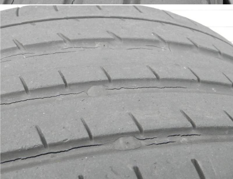 19インチのタイヤのこのレベルのひび割れは至急交換した方がいいでしょうか?