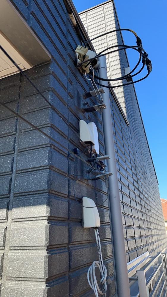 光テレビの配線が残っているか、写真からお分かりになる方いらっしゃいましたらご教示願います。 ドコモ光で戸建に光Wi-Fiを引き、ドコモ光テレビオプションを入れる契約をしてきました。 現在はNUR...