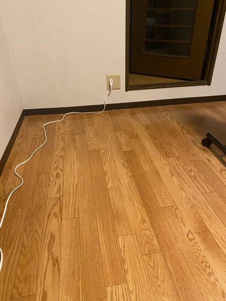 こういうだらーんってなってるタコ足配線を壁にまとめるグッズありますよね? あれってどういう仕組みになってるんでしょうか? あと賃貸でもそれは使用出来ますか?