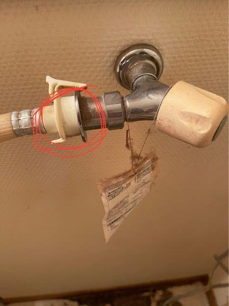 洗濯機のホースと蛇口の繋ぎ目から 水が漏れているのですが なにを替えたらいいでしょうか?