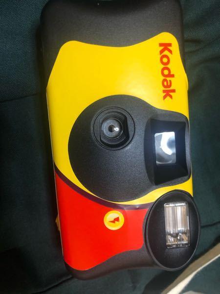 Kodakフィルムカメラのフィルムカメラの取り外し方教えてください。