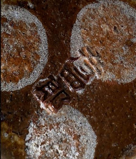 茶碗の底にあるハンコのような印の見分け方⁈ 写真の作者が誰なのか分かりますか?