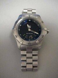 タグホイヤー、オメガ等のデジアナ時計のリューズの使い方に関する質問です。 タグホイヤー WK111Aという時計のストップウォッチや、日、曜日、タイマー等のモードへの切り替え方が分かりません。何度リューズを...