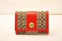 COACHコーチ(あみプレミアムアウトレット)  母にCOACHの財布をプレゼントする為にあみプレミアムアウトレットに行こうかなと思っています。 財布 の品揃えはいいでしょうか?  画像のような赤が入った財布があ...