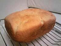 HBで米粉パンが膨らみません。 メーカー(SANYO 餅つきベーカリー)専用の 米粉パンミックス粉1.5斤用で焼いています。 食パンミックス粉では失敗しませんが、 米粉パンミックスだと必ず膨らまずにかたまりだ...