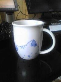 九谷焼のマグカップを探しています。一昨年5月の、九谷焼茶碗祭りで購入したネコのマグカップが気に入って、もうひとつ買いたいと思い、昨年もそのショップに行ったのですが、ありませんでした。 ショップの方の...