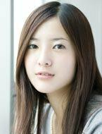 吉高由里子ちゃんとYUIちゃん。 ふと思ったんですが…  吉高由里子ちゃんとYUIちゃんって似てませんか? 超似てる!ってほどではないですが、なんとなく似てる気がします…。