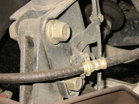 固いボルトをはずす方法 車についている固いボルトをはずす方法を教えて下さい。  これから車高調を付けようとしているのですが、ボルトが固くてはずせません。   場所はタイヤをはずすと見える、ディスクとサスを止めている2本のボルトです。 1本は何とか回りましたが、力を入れすぎてもうしんどいです。固すぎです。 結局1本は回せましたが、もう1本が回らず舐めてしまい17mmが合わなくなっ...