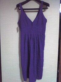トータルコーディネートを (*>人<)お願いします。  色は 画像より 紫色をしています。 丈は 膝が 全て 隠れるくらいです。 スーカート部分は フ レアスカートのような形をしています。  o(^-^)o今の(o'v')...