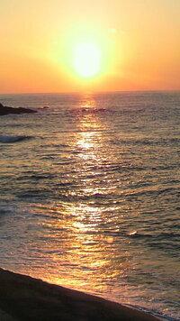 貼付画像にて、この海に沈む夕日の風景に合うクラシック(ピアノ曲)はどんな曲がありますか? 私はこれを見て真っ先に思ったのは、シューマンのトロイメライです。