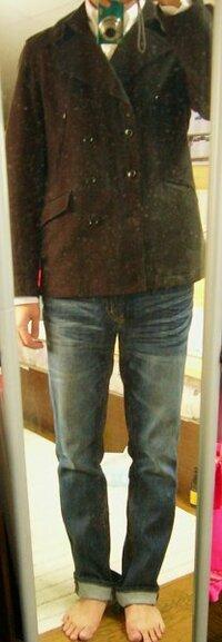 お洒落な人、コーディネートチェックお願いします!  黒のPコートに、無印の白のBDシャツ、 紺のカーディガン、ボトムを細めのシルエットのものにしてみました。 (ユニクロのスリムフィットジーンズ) ジーン...
