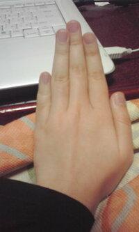 私は小指が極端に短いです;; コンプレックスなので、小指を長くする方法があれば教えてください!