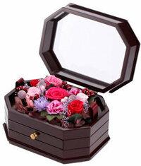 プリザーブドフラワーDENPO 「オルゴールフラワーボックス」について 画像の『プリザーブドフラワーDENPO 「オルゴールフラワーボックス」 』を制作している店、 もしくは、使用しているオルゴールボックスを販...