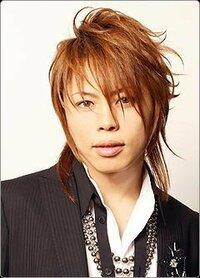 T.M.Revolutionの西川貴教さんの髪形にしたいです。 どうゆうヘアースタイル名ですか? 教えてください T.M.Revolutionの西川貴教さんの髪形にしたいです。 このヘアースタイル名は何ですか? 教えてください