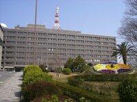 これは三重県庁の写真です。県庁や政令市の市庁舎には、どこにもこのようなアンテナはついているのでしょうか?