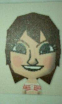 画像の似顔絵の「アイドル」は誰でしょうか?その③ ニンテンドーDSに「トモダチコレクション」というソフトがあります  公式サイト  ⇒http://www.nintendo.co.jp/ds/ccuj/howto/index.html   顔パーツを組み...