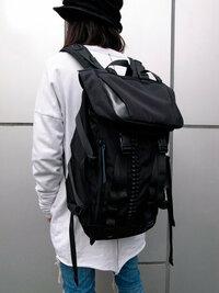 バックパック、リュックについて  高3です  新しいバックパックを買おうと思うのですが、皆さんからみてこのデザインはどう思いますか?