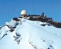 富士山測候所(レーダー)に、なぜ物資・人員をミサイルで運ばないのですか。  自衛隊の特訓にもなるし。