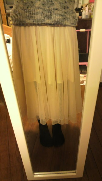 このスカートだったらどんなコーデが合いますか?? またダンガリーシャツやチェックシャツって合い