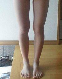 画像の脚だと体重は 何キロぐらいに見えますか?  皆さんこんにちは!  私は4月から高校生になる女子です^^  いきなりですが脚が太いのが悩み です。  しかも割とウエストが細くて 肩幅が狭い為、余計に変です...