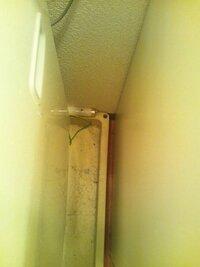 マンション、下の階への水漏れはどのくらいの量で発生しますか? こんにちは。 築24年ほどの、鉄筋コンクリートのマンションに住んでいます。  洗濯機で風呂水を使って洗濯しようとしたところ、給水ポンプの洗...