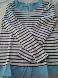 この洋服はTシャツと言っていいのでしょうか? それともシャツ? それともカットソー? なんだか洋服に関して無知すぎて…。ww  もう区別がつかなくて…。 それぞれの服の区別の仕方も教えてくれますか?
