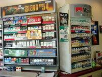 このタバコの陳列棚を見て率直なご感想をお願いします。  アメリカのミシガン州のどっかの町
