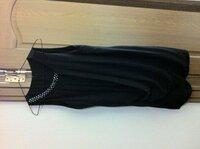 結婚式のドレスです。 羽織り黒のジャケットかボレロで悩んでます…誰か合うデザイン、色教えてください。時間がないのです。