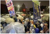 『国会周辺で脱原発訴え大規模集会 雨の中、8千人が参加』 2012年11月11日 → 政治家も官僚も経団連も、国民の「原発ゼロ」の願いを聞こうとしません。 また、彼らはその納得できる理由を述べません。  ・原...