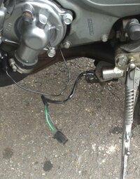 サイドスタンドスイッチ サイドスタンドスイッチいじってたら配線がとれちゃいました。 これってどこに繋げばいいんですか? バイクはZZR400kです