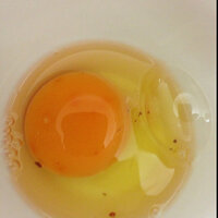 生卵につぶつぶが入ってますが食べても大丈夫でしょうか?