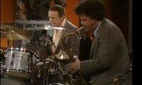 バディ・リッチのバンドでテナー吹いているこの人教えて おねがいします。 http://www.youtube.com/watch?v=lVbTTmEmDxY