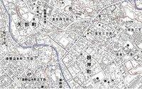 多摩丘陵、相模川、鶴見川等の地形に関する質問です。 以前、 http://detail.chiebukuro.yahoo.co.jp/qa/question_detail/q13105608798 等の質問でお世話になった者です。 度々、類似する質問で恐縮なのですが、 現「境川」又は古「相模川」が、 現「鶴見川」の支流である現「山崎川」に 流れ込んでいた可能性はないでしょうか?...