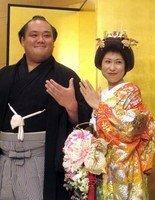 北太樹の結婚披露宴が31日、東京都内のホテルで開かれ、 師匠の北の湖理事長(元横綱)や 大関稀勢の里ら約500人が門出を祝福した・・・・  めでたいニュースですね♪ ここから質問ですが、披露宴に500人...