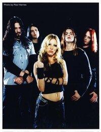 Arch Enemyのボーカルは女性ですが、似たバンドありますか? デス声凄すぎですΣ(゚д゚lll)