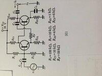 アナログ電子回路の負帰還についてです。 (1)図1の交流小信号等価回路を示せ  (2)トランジスタの交流等価回路定数をrb=100Ω,re=0.026/Ie Ω,rc=∞,βo=99,各コンデンサのインピーダンスが限りなく小さいとき、電圧利得Av=v2/v1,入力インピーダンスZin=v1/i1,出力インピーダンスv2/i2はそれぞれどのように解答になるのか。 詳解お願いします。