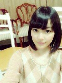 急ぎです! この写真の生田絵梨花ちゃんのような髪型にしたいです。 美容院でこの写真を見せれば大丈夫でしょうか? また、この髪型は前下がりですか? (個人的に前下がりにはしたくないです…。)