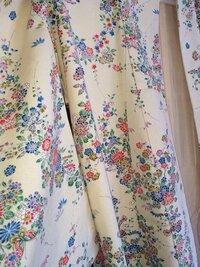 色合わせのアドバイスお願いします。 こちらのクリーム色に小花柄の小紋に合う帯、帯揚げ、帯締め、 どんなお色が似合いますでしょうか? 27歳着物初心者です。