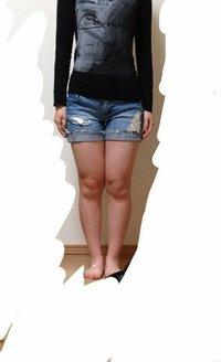 【画像あり】高校2年生、女子です。私は脚が太くて悩んでいます。中学の頃はバド部でした。バドは脚力も重要なのでバド部とはいえ、筋トレや走り込みなどをしていて部活を始める前よりだいぶ筋肉質な脚になって ...